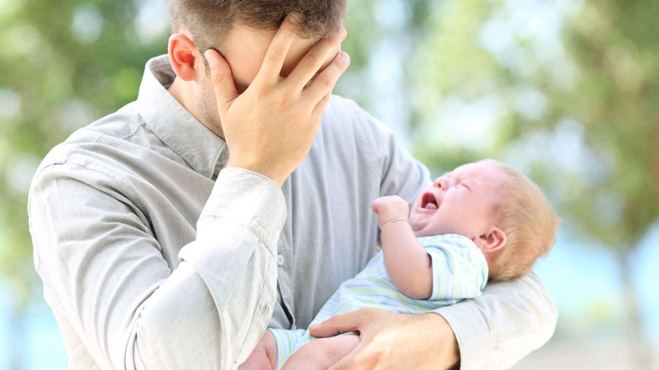 La dépression post-partum affecte aussi les pères