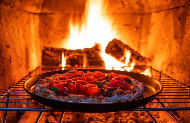 pizza, pizza au feu de bois, pizza au four en brique